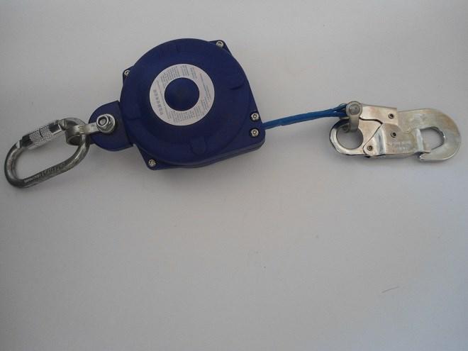 防坠器使用于悬空玻璃擦拭中.jpg