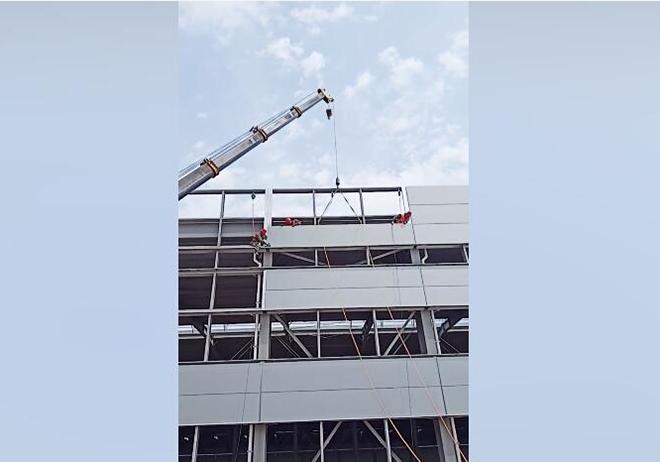 防坠器使用于外墙施工高空作业中.jpg